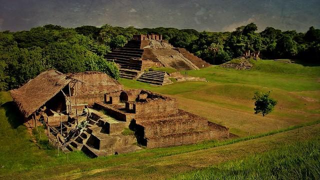 MEXICO , Comalcalco, Maya-Stätte, Tempel mitten im Dschungel, 19310/11992