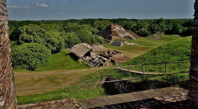 MEXICO , Comalcalco, Maya-Stätte, Tempel mitten im Dschungel, 19307/11989