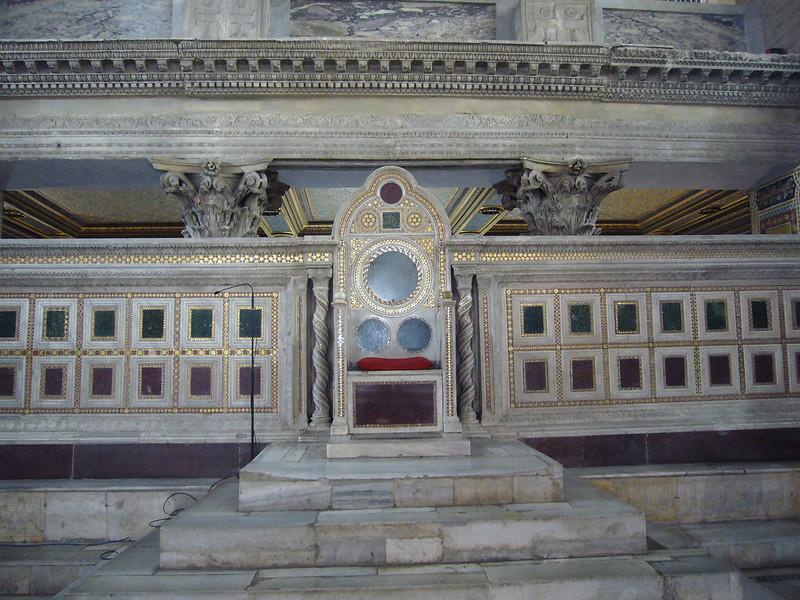 027-папский трон (Космати)