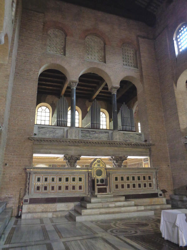 026-папский трон (Космати)