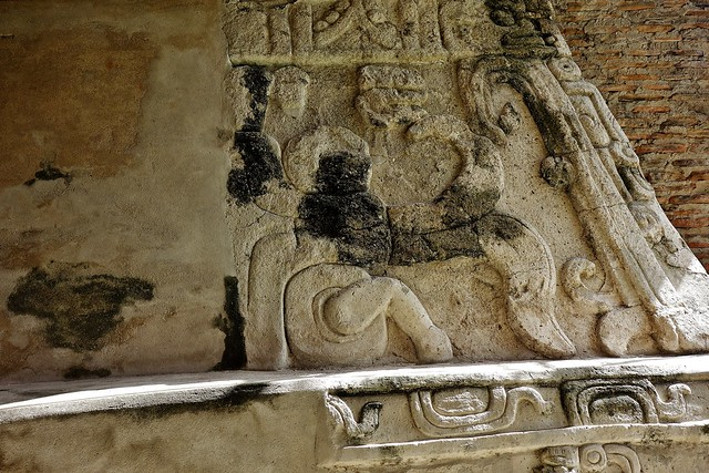 MEXICO , Comalcalco, Maya-Stätte, Tempel mitten im Dschungel,  Steinfries , 19308/11990