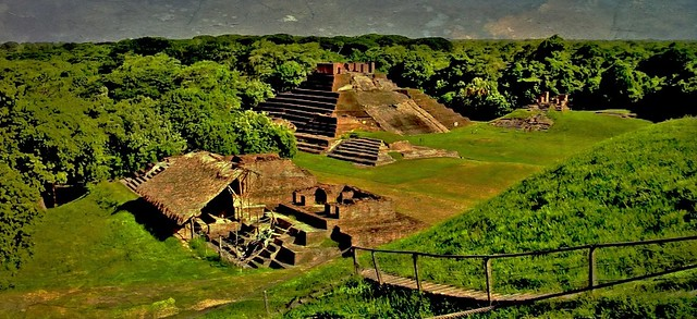 MEXICO , Comalcalco, Maya-Stätte, Tempel mitten im Dschungel, 19305/11987