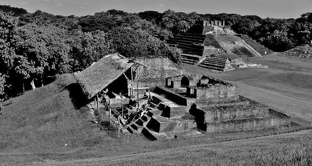 MEXICO , Comalcalco, Maya-Stätte, Tempel mitten im Dschungel, 19309/11991