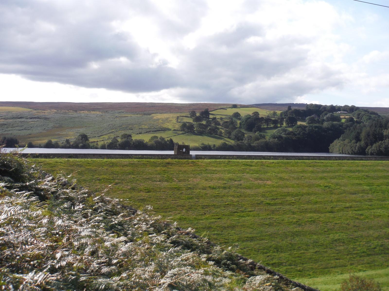 Strines Reservoir Dam and Strines Edge SWC Walk 348 - Ladybower Inn Circular (via Derwent Edges and Strines)
