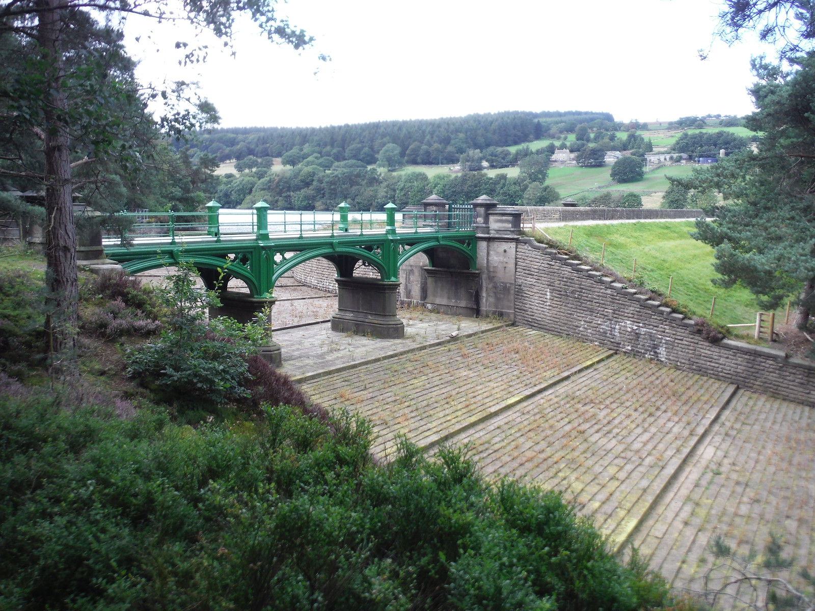 Dale Dike (Reservoir) Spillway SWC Walk 348 - Ladybower Inn Circular (via Derwent Edges and Strines)