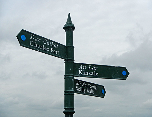 Directional sign leading to the ruins of Charles Fort in Kinsale, Ireland