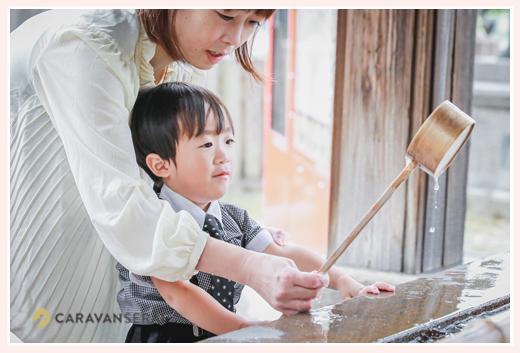 深川神社(愛知県瀬戸市)の手水舎 柄杓を使って手を浄める