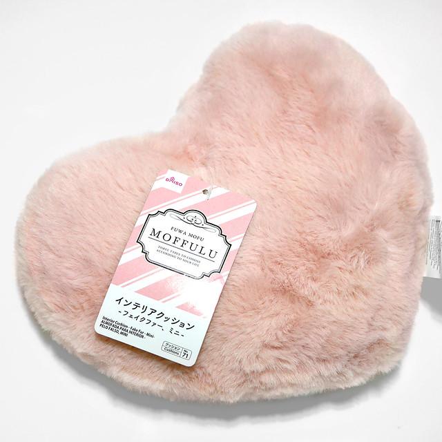 ダイソー インテリアクッション フェイクファー ミニ ふわふわ ハート形 ピンク