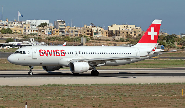 HB-JLT LMML 30-09-2019 Swiss Airbus A320-214 CN 5518