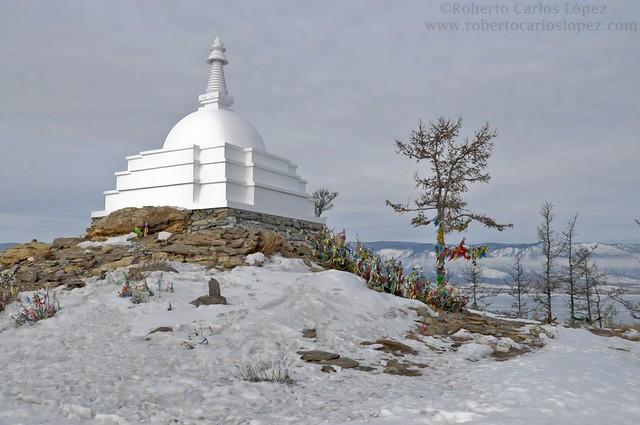 Estupa budista próxima al Lago Baikal