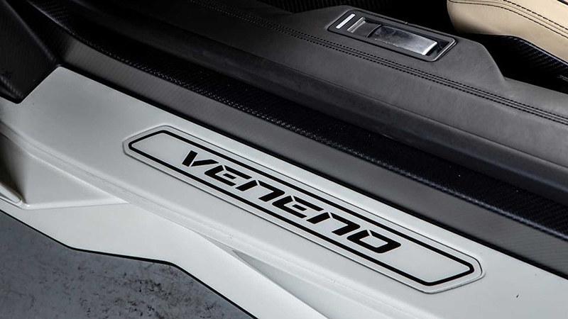 2014-lamborghini-veneno-roadster-sold-at-auction-for-nearly-8-3-million (9)