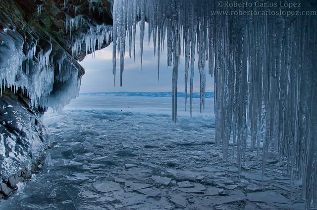 Lago Baikal congelado en invierno