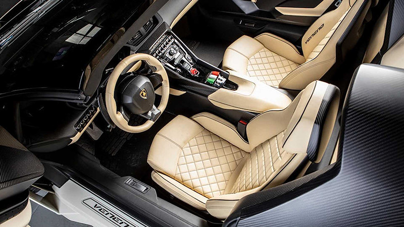 2014-lamborghini-veneno-roadster-sold-at-auction-for-nearly-8-3-million (11)