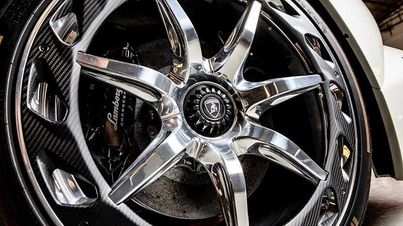 2014-lamborghini-veneno-roadster-sold-at-auction-for-nearly-8-3-million (7)