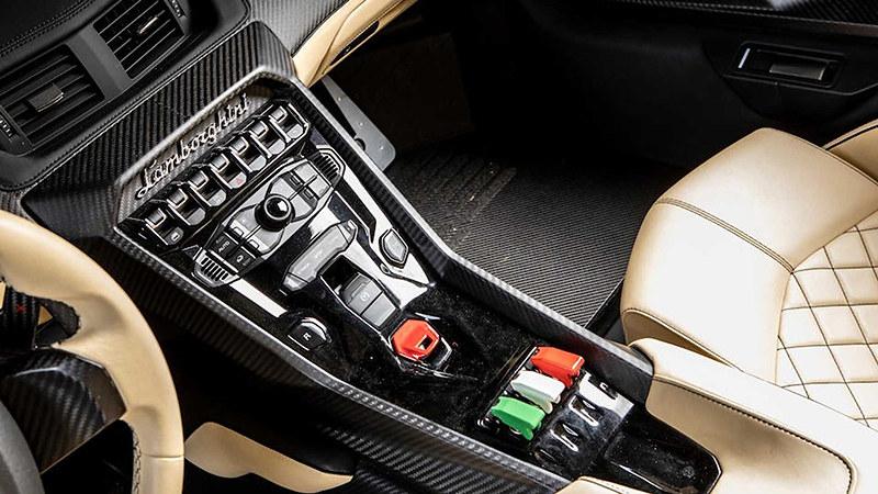 2014-lamborghini-veneno-roadster-sold-at-auction-for-nearly-8-3-million (13)