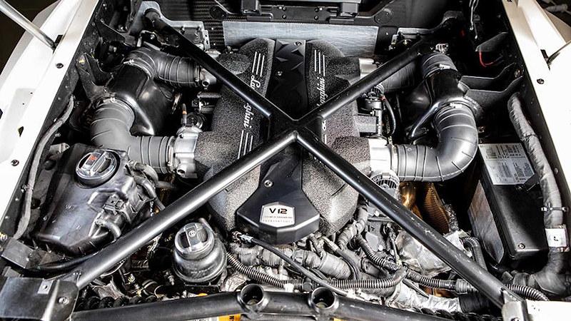 2014-lamborghini-veneno-roadster-sold-at-auction-for-nearly-8-3-million (8)