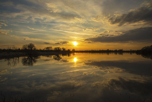 canon6d landscape waterscape sun sunset water lake reflections nature sky clouds golden reflection uk cambridgeshire outside outdoors
