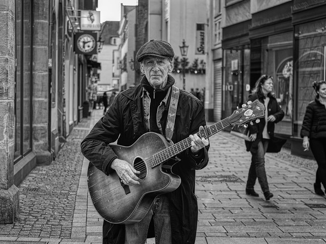THE OLD STREET MUSICIAN
