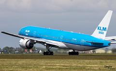 Boeing 777 PH-BQI rotando