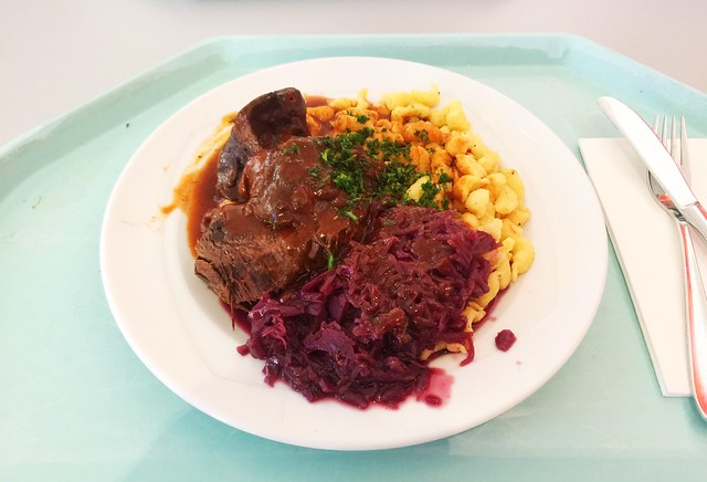 Marinated pot roast with red cabbage & spaetzle / Sauerbraten mit Blaukraut & Spätzle