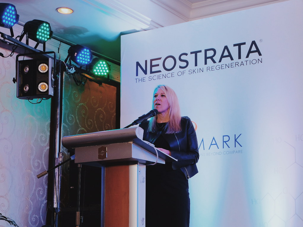 DMARK Launches Neostrata Skin Active Tri-Therapy Lifting Serum