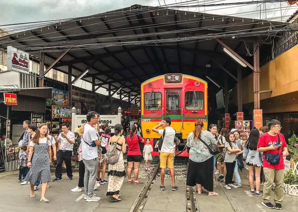 Maeklong-Railway-Market-Bangkok-0161