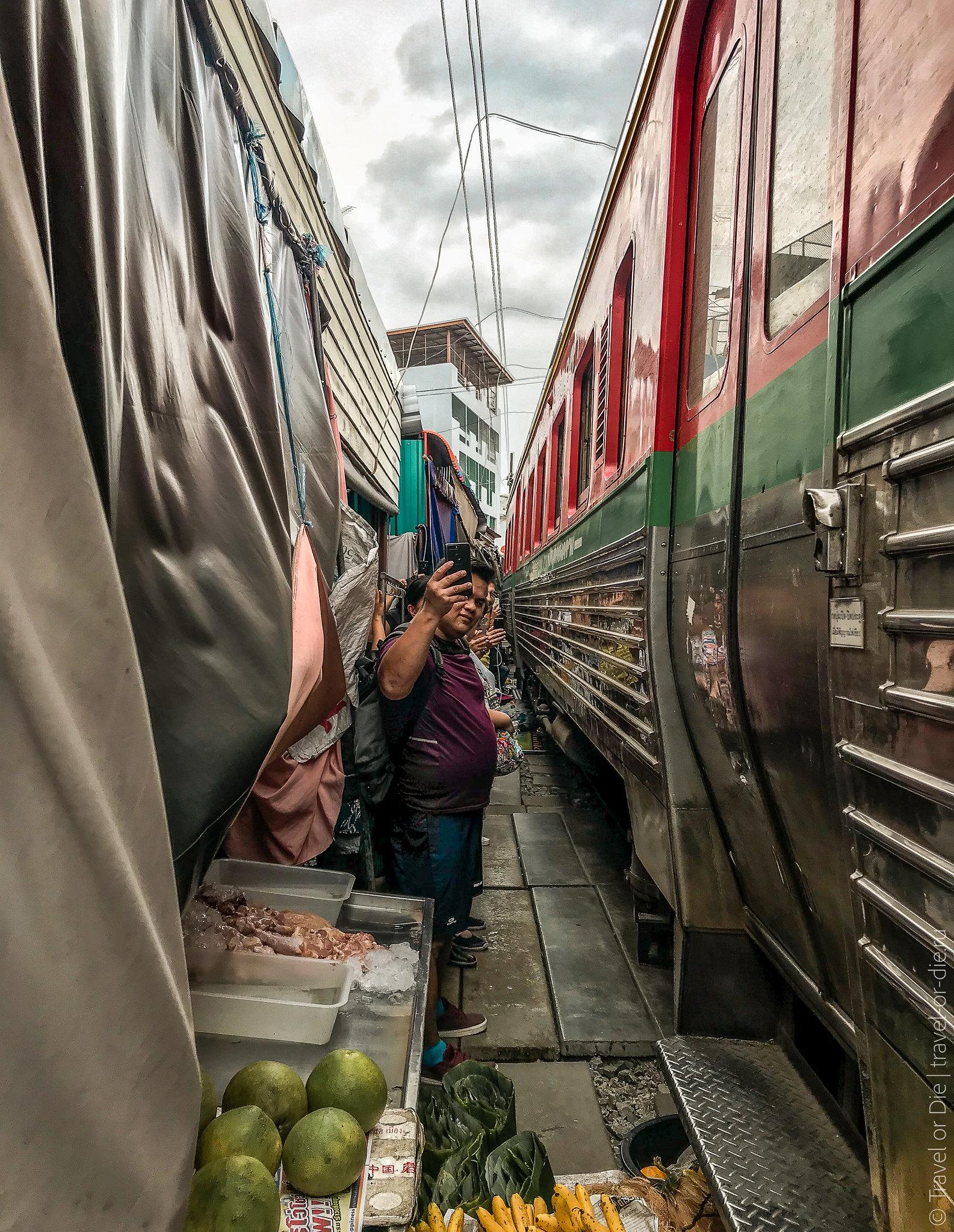 Maeklong-Railway-Market-Bangkok-0153