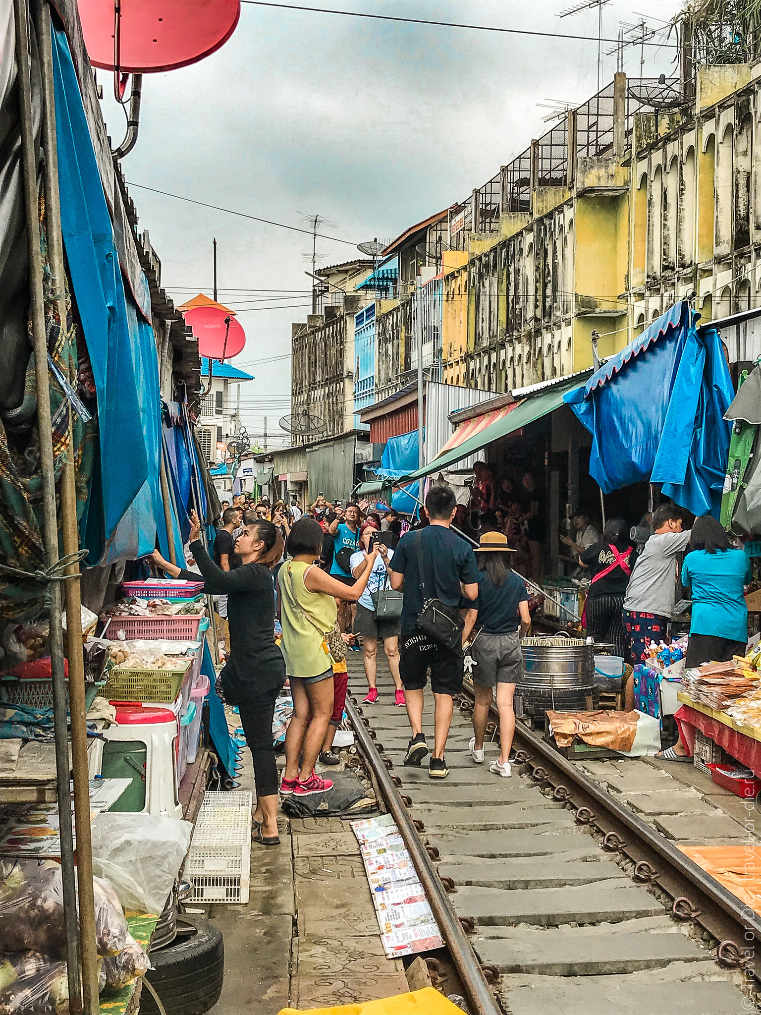Maeklong-Railway-Market-Bangkok-0137