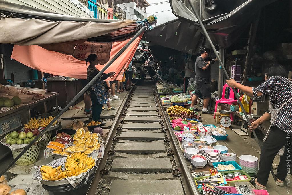 Maeklong-Railway-Market-Bangkok-0133