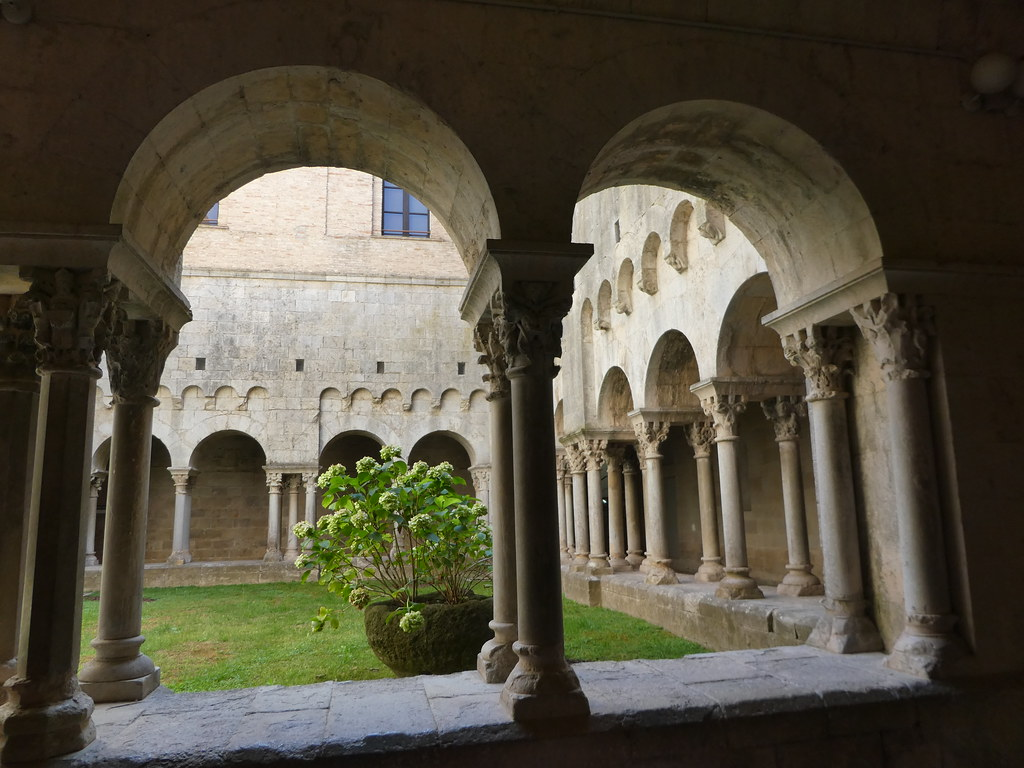 Cloisters of the Monasterio de Sant Pere de Galligants, Girona