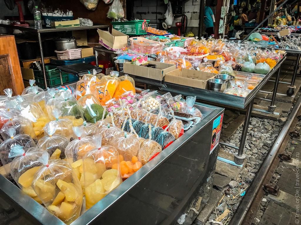 Maeklong-Railway-Market-Bangkok-0051