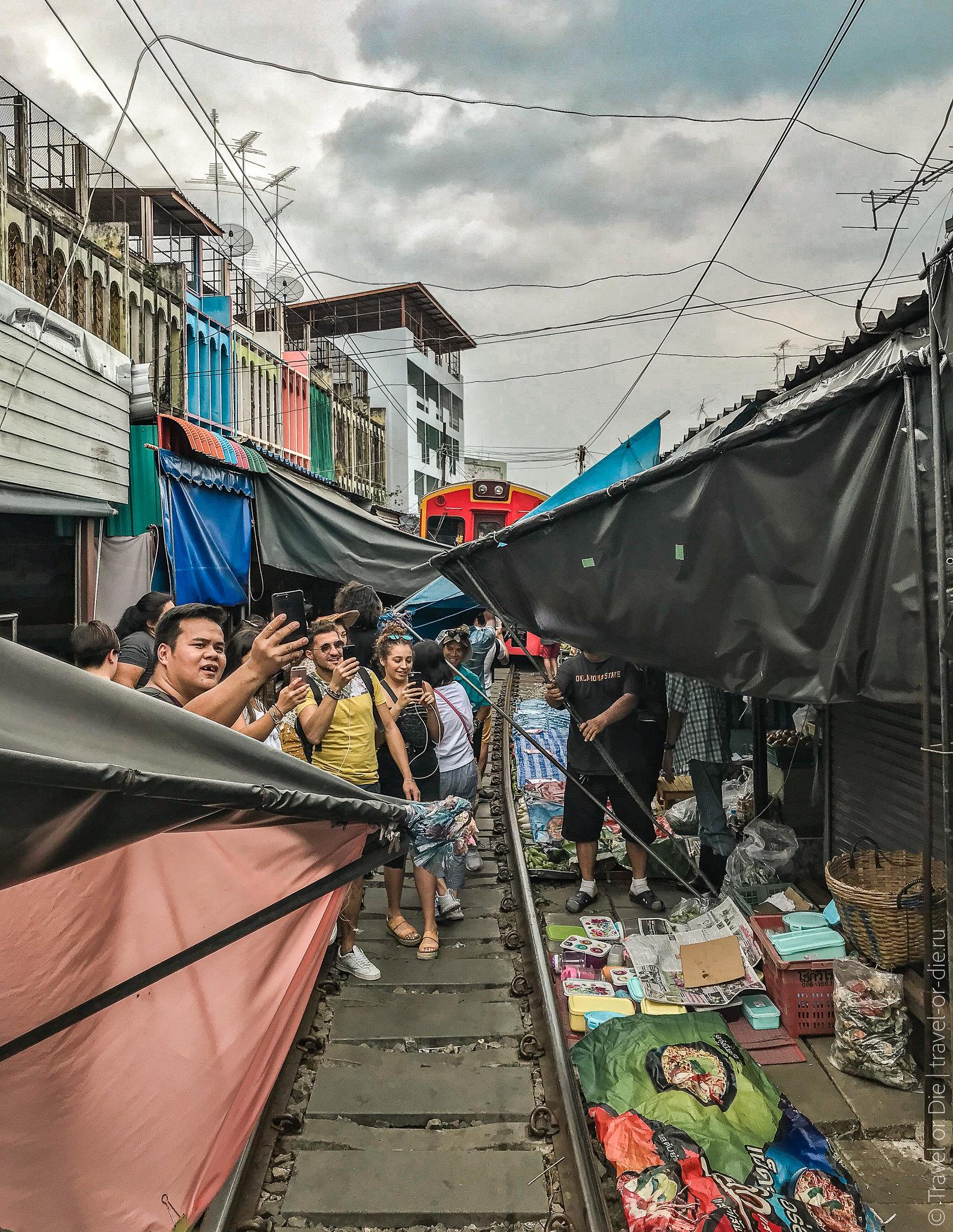 Maeklong-Railway-Market-Bangkok-0157