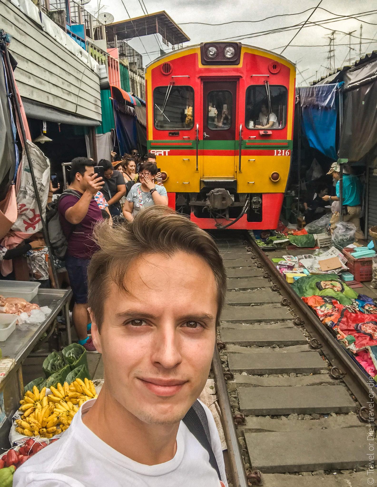 Maeklong-Railway-Market-Bangkok-0156