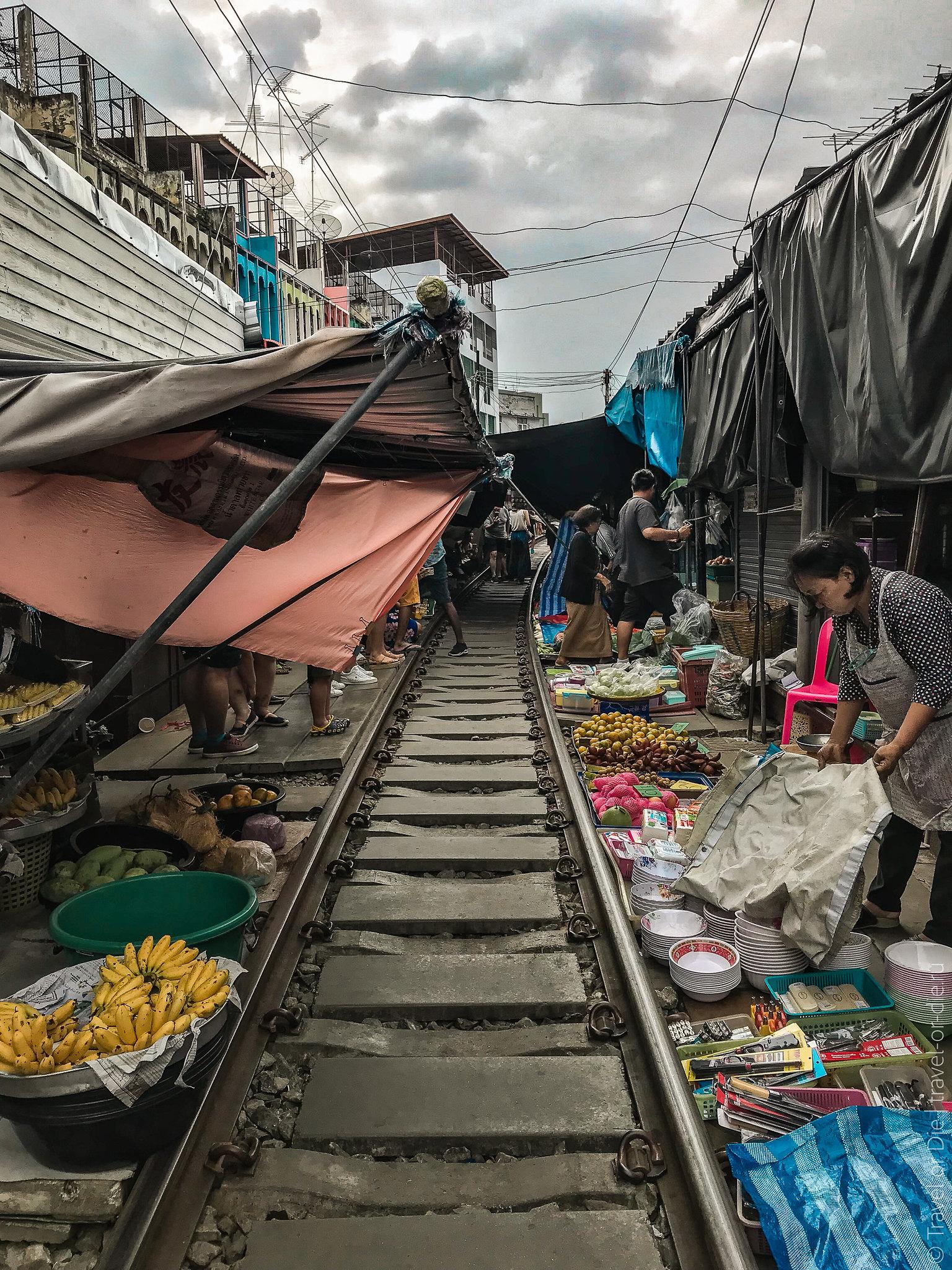 Maeklong-Railway-Market-Bangkok-0136