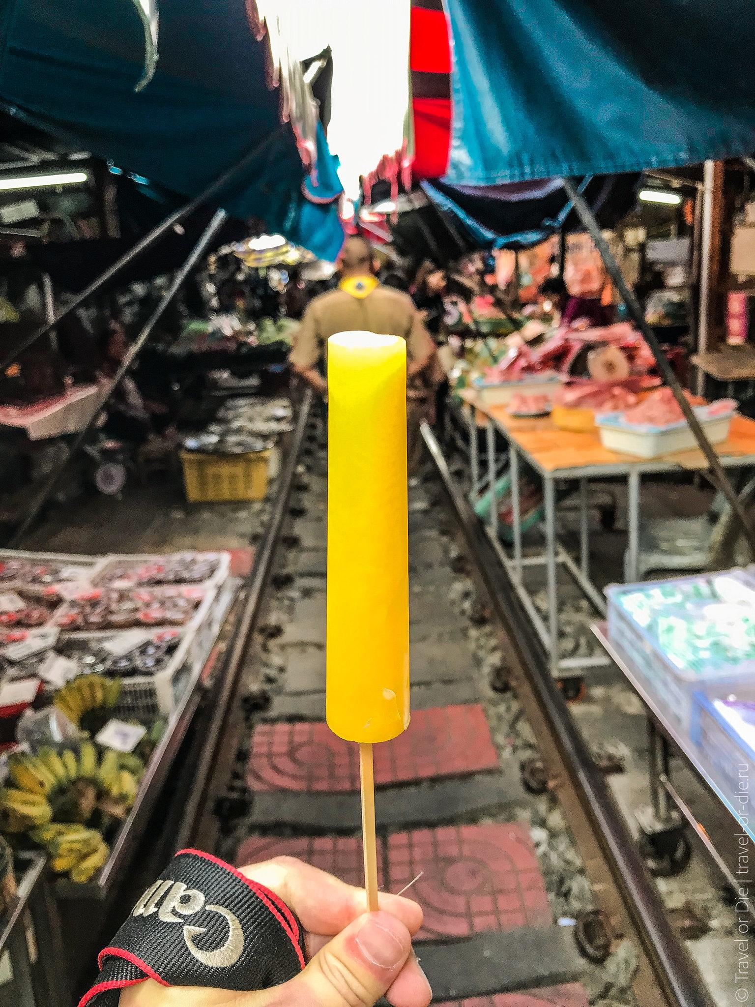 Maeklong-Railway-Market-Bangkok-0109