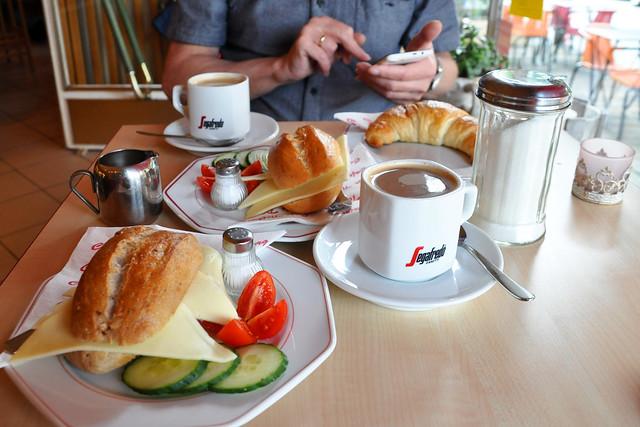 September 2019 ... Frühstück im Café Tiefburg Heidelberg-Handschuhsheim ... Foto: Brigitte StolleSeptember 2019 ... Frühstück im Café Tiefburg Heidelberg-Handschuhsheim ... Foto: Brigitte Stolle
