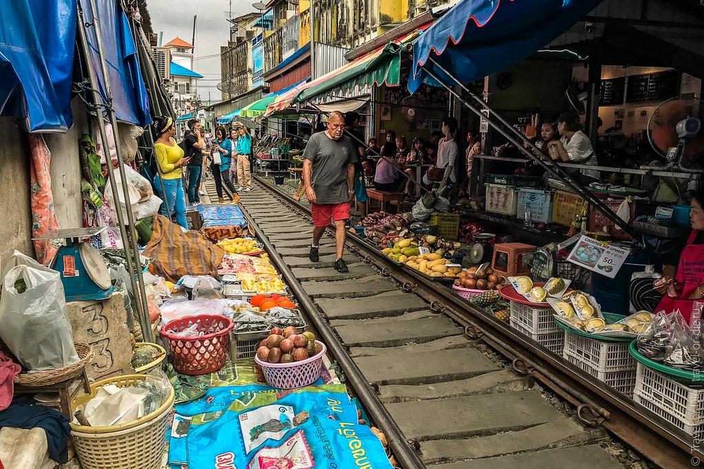 Maeklong-Railway-Market-Bangkok-0130
