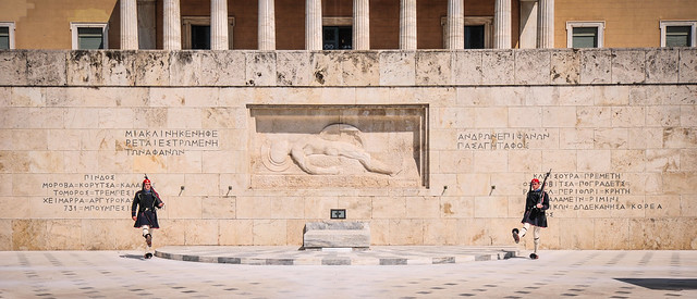 The changing of the guard in front of the Tomb of the Unknown Soldier, Athens・無名戦士の墓の前で行われる衛兵の交代式、アテネ