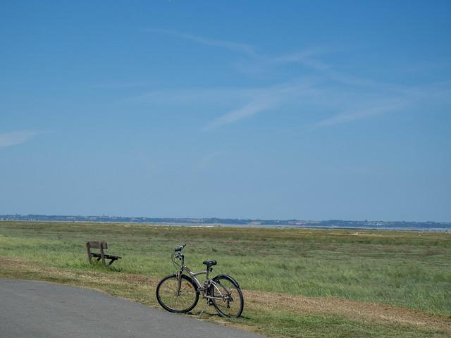 banco y bicicleta