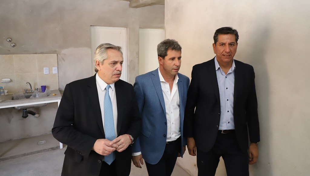 2019-10-01 PRENSA: Uñac y Fernández visitaron el asentamiento de 458 familias que serán re-localizadas en tres barrios