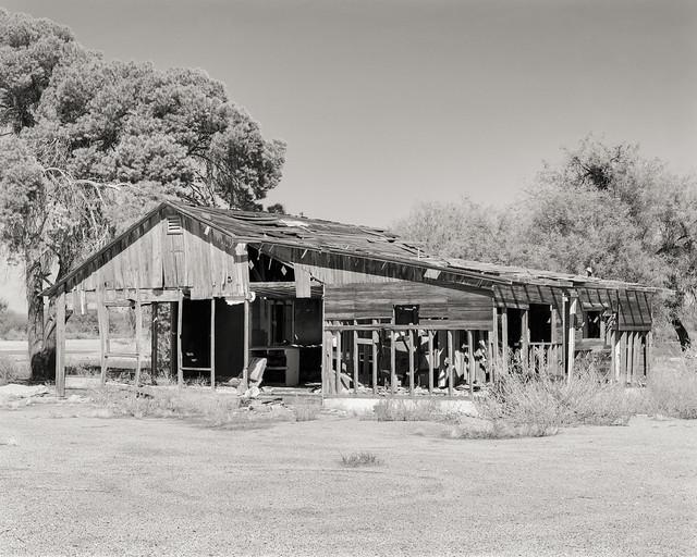 GABLE FARMHOUSE - Arlington, Arizona