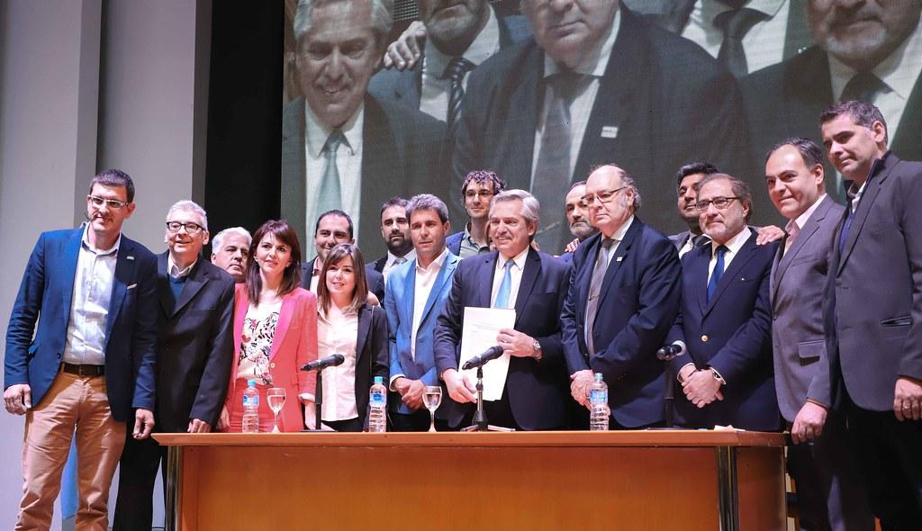 """2019-10-01 PRENSA: Coloquio """"Integración y Desarrollo hacia una Industria Nacional con un Fuerte Perfil Externo"""""""
