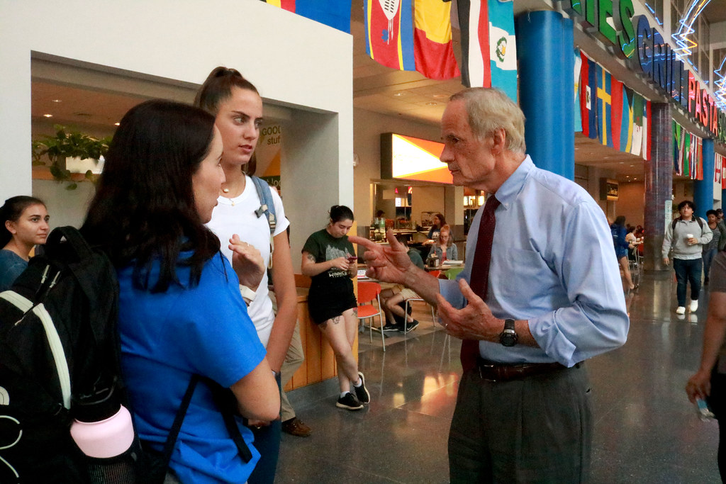 Carper stands and talks in Trabant