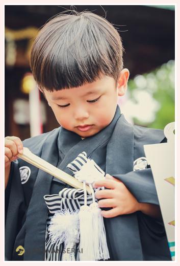 3歳の男の子の七五三の服装・衣装 羽織袴に白の扇子