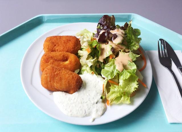 Baked polenta bags with small salad & curd dip / Gebackene Polentataschen mit kleinem Salat & Quarkdip