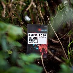 Das 10. Literaturfest München steigt dieses Jahr vom 13.11 bis 01.12.! Ab sofort hat der VVK und wir haben auch eine neue sehr übersichtliche Website: https://ift.tt/1PwlmAo oder einfacher über den link in unserer Bio! #litmuc19 #dieweltnach89 #einübungen