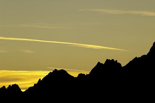 landscape landscapes horizon grindelwald contrails horizons latesummer confoederatiohelvetica shadow mountain mountains sunrise schweiz switzerland shadows mountainside morningsun suisse svizzera