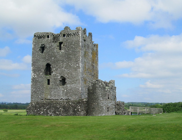 Threave Castle, Closer in
