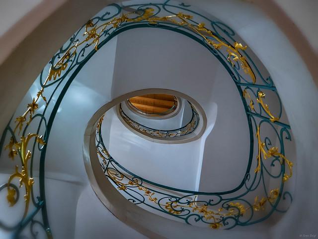 Staircase ... [Hackesche Höfe Berlin]