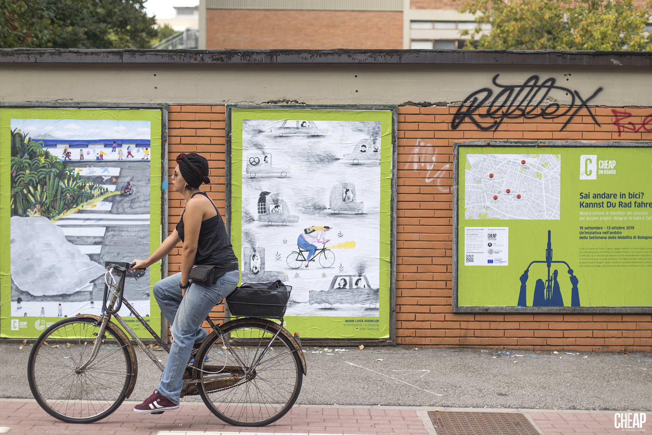 Sai andare in bici? L'affissione di CHEAP per il Goethe-Institut